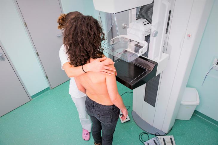 É recomendado realizar o exame de rotina antes de fazer a vacina ou aguardar quatro semanas após a vacinação (Foto – Divulgação)