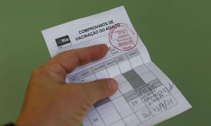 Mais da metade dos município estão aplicando vacinas em pessoas de 18 a 24 anos (Foto: Tânia Rêgo/Agência Brasil)