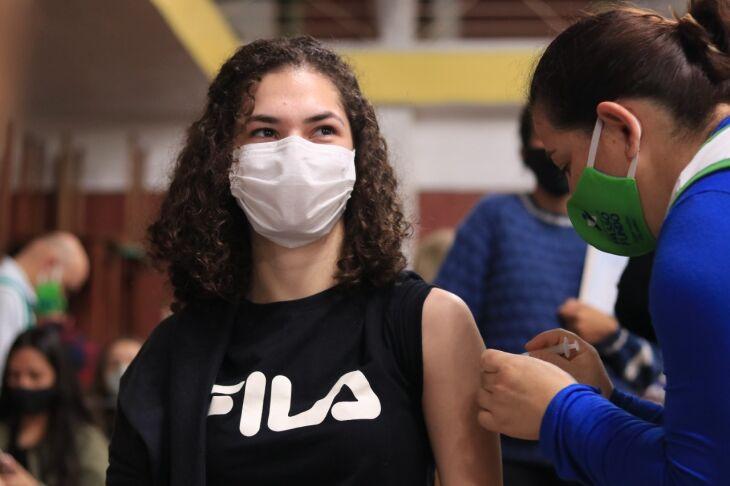 2,7 mil doses foram aplicadas hoje (24) no CTG Lalau Miranda (Foto: Michel Sanderi/Divulgação PMPF)