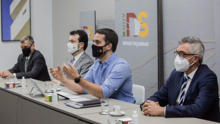 Barbuti (presidente da Corsan), secretário Artur, governador Leite e secretário Viana concederam entrevista coletiva virtual -Foto: Felipe Dalla Valle / Palácio Piratini
