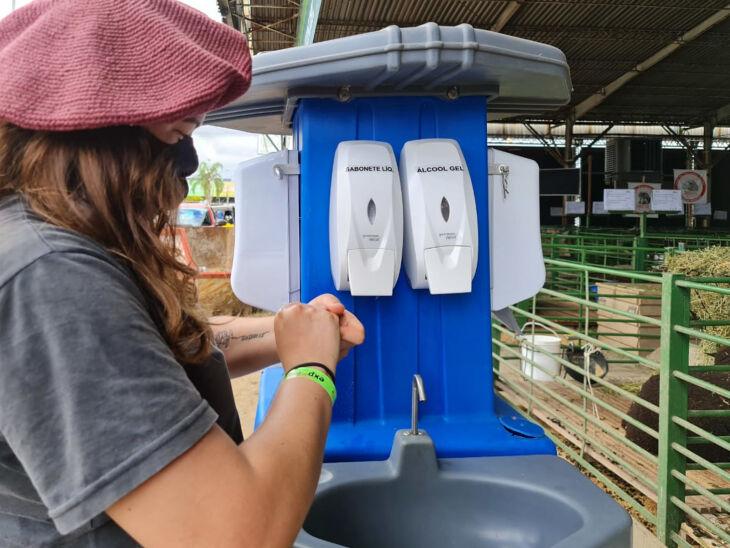 No Parque Assis Brasil, há dispensers de álcool gel e lavatórios de mãos em pontos estratégicos (Foto: Itamar Aguiar/Palácio Piratini)