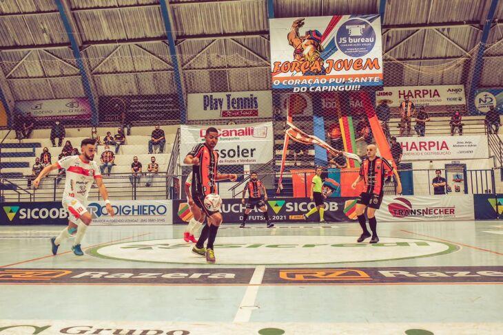 A torcida foi composta por conselheiros do clube (Foto: Divulgação)