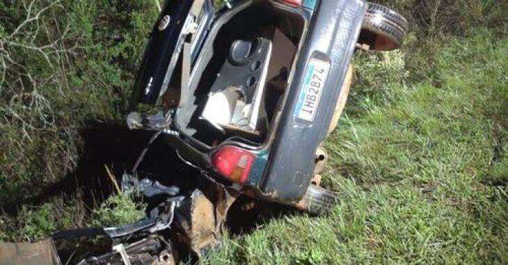 Carro saiu da pista com o impacto (Foto: Portal Tchê)
