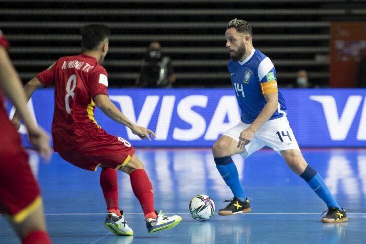 O campeonato ocorre na Lituânia (Foto: Thais Magalhães/CBF)