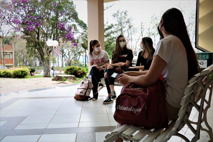 Estudantes dos cursos da área da Saúde da UPF foram os primeiros a voltar à rotina presencial no Campus I (Fotos: Tainá Binelo/Divulgação UPF)