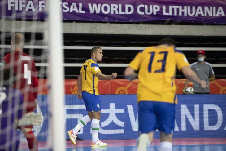 Os quatro gols da partida foram marcados no 2º tempo (Foto: Thais Magalhães/CBF)