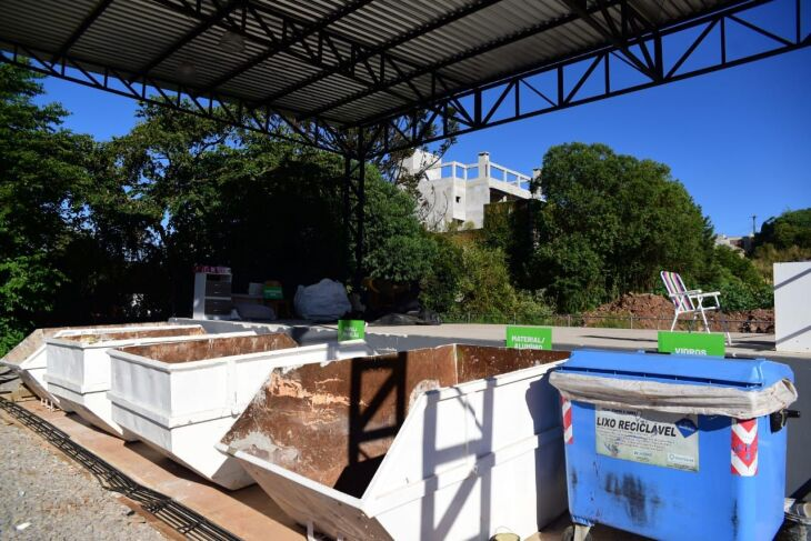 A maioria dos materiais encaminhados são móveis, madeiras e restos de poda e jardinagem (Foto: Divulgação PMPF)