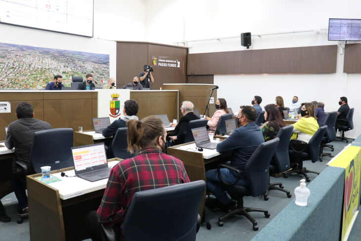As matérias receberam 11 votos favoráveis e oito contrários (Foto: CMPF)
