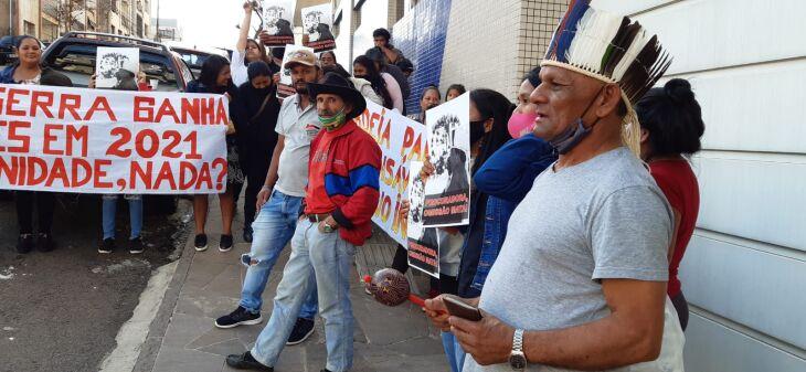 Grupo de 40 pessoas aguardava audiência em frente ao MPF (Foto: Gerson Lopes/ON)