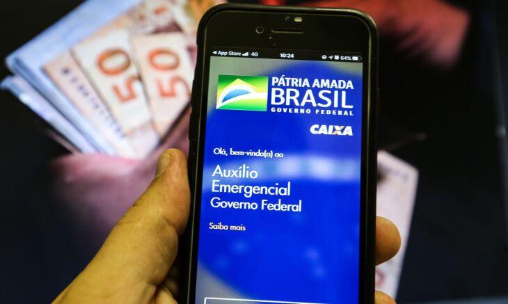 O dinheiro será depositado nas contas poupança digitais e poderá ser movimentado pelo aplicativo Caixa Tem - Marcelo Casal Jr - Agência Brasil