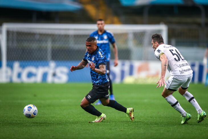 Douglas Costa marcou um golaço, quando o Grêmio perdia por 2 a 0 - Foto Assessoria Grêmio