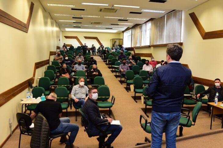 Mais de 50 presidentes de associações de moradores participaram da primeira etapa do programa (Foto: Diogo Zanatta/Divulgação PMPF)