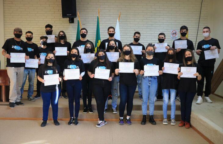 Projeto ZZ On formou 20 estudantes do ensino médio (Foto: Natália Fávero/Divulgação UPF)
