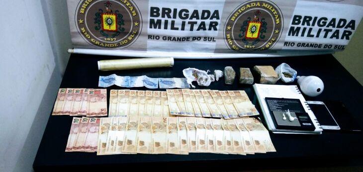 Todo o material encontrado foi apreendido pela polícia (Foto: Divulgação/Brigada Militar)