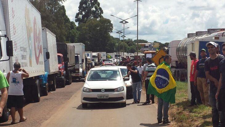 Manifestantes afirmam que acatarão ordem judicial de liberar o fluxo da ERS-153 até às 13h30