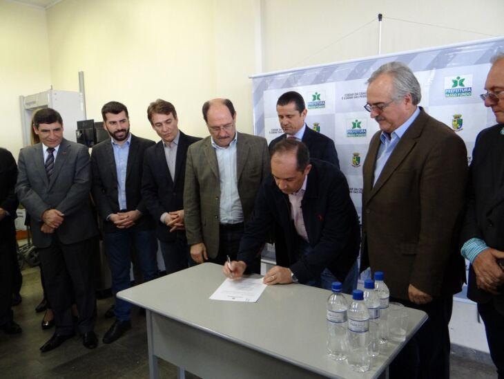 Durante a visita foi oficializado o acordo de gestão entre o Estado e a prefeitura para assegurar a operação plena do Aeroporto Lauro Kortz