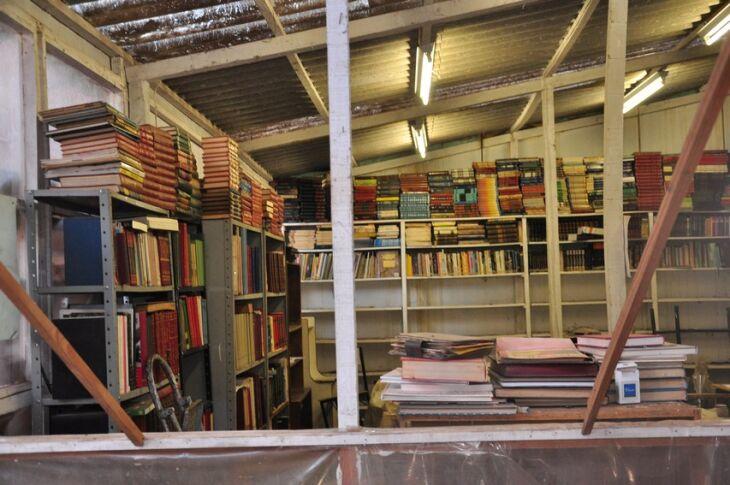 Viúva de Chicão diz que estrutura da biblioteca comunitária necessita de consertos