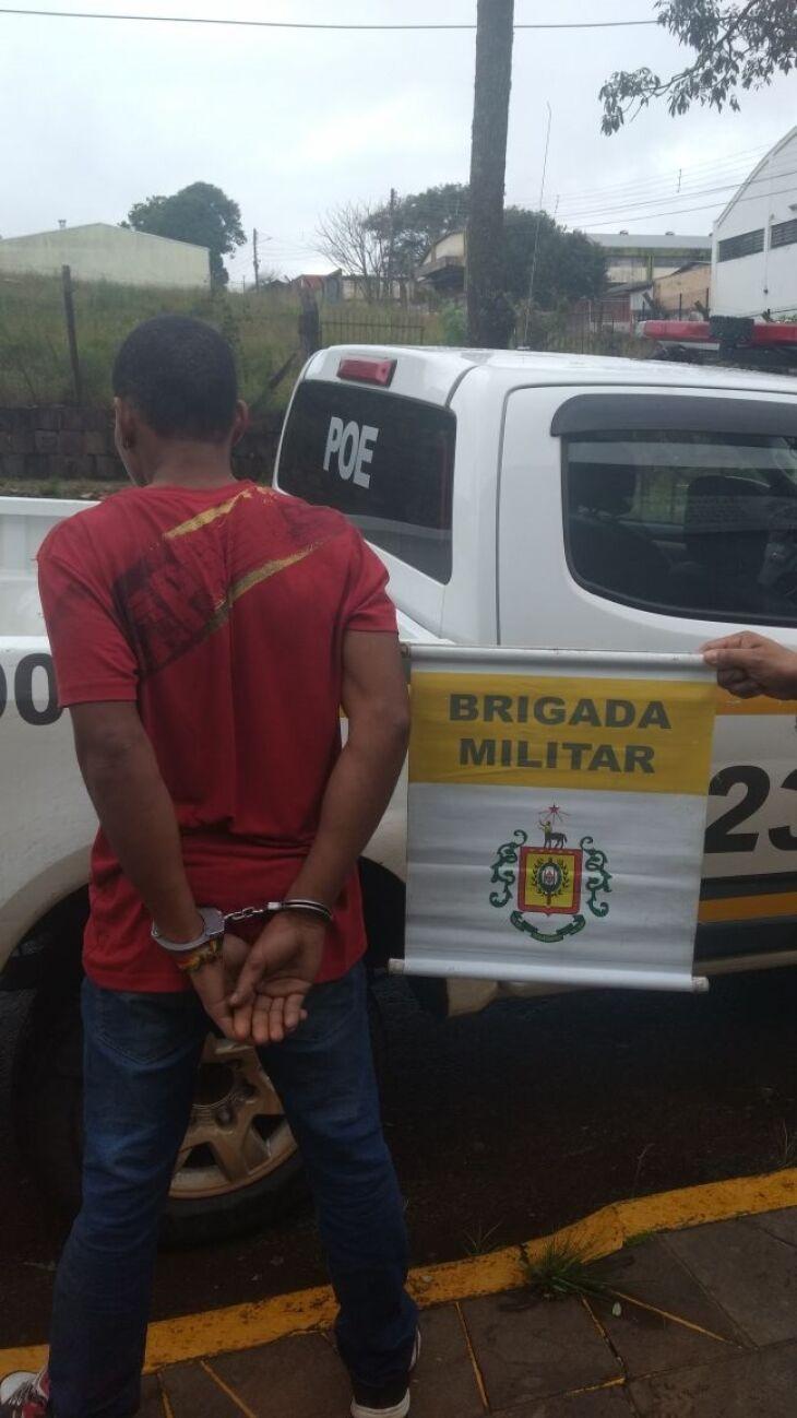 Jovem foi preso com o celular roubado