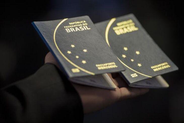 A Polícia Federal anunciou a suspensão da emissão do passaporte por tempo indeterminado