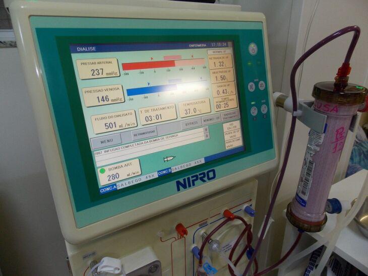 Hemodiálise: máquina no Hospital da Cidade