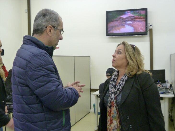 Um dos coordenadores do Balcão do Consumidor, Rogério Silva, apresentou a unidade à diretora do Procon RS, Maria Elizabeth Pereira