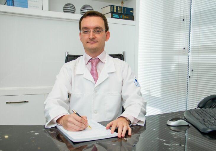 Dr. Nicolas Lazaretti é médico oncologista, gestor do Instituto do Câncer Hospital São Vicente
