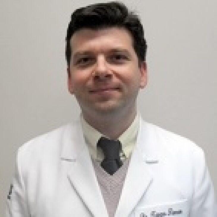 Dr. Tiago Teixeira Simon é pneumologista e médico do sono, integrante do corpo clínico da Clínica do Pulmão e do Hospital da Cidade de Passo Fundo
