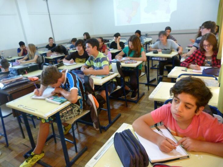 Escolas se preparam para recuperar ano letivo
