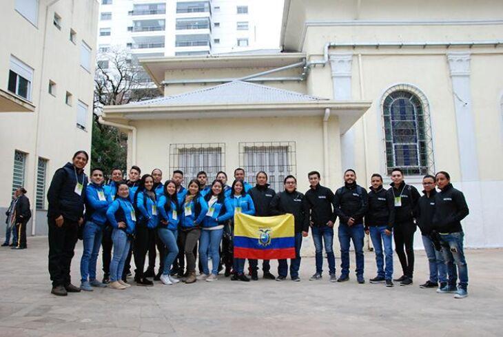 Grupo Folclórico Yawarkanchik e Grupo de Música Folclórica Takiwan, vindos do Equador, chegaram no município na madrugada de terça-feira (14)