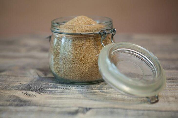 O açúcar de coco é 100% natural, tem índice glicêmico baixo e preserva muitos nutrientes