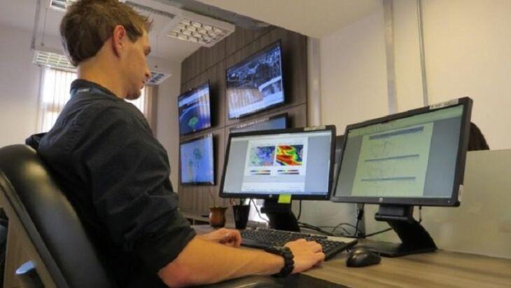 Sala de Situação emitiu boletim de alerta para fortes chuvas e temporais