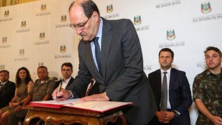 Governador José Ivo Sartori assinou o decreto nesta quinta-feira (20) no Palácio Piratini