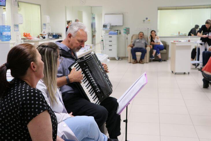 Ari é músico e há um ano faz tratamento no Instituto