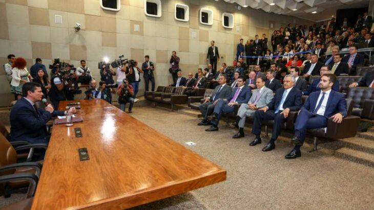 Leite, ao lado de governadores, acompanhou apresentação do ministro Moro