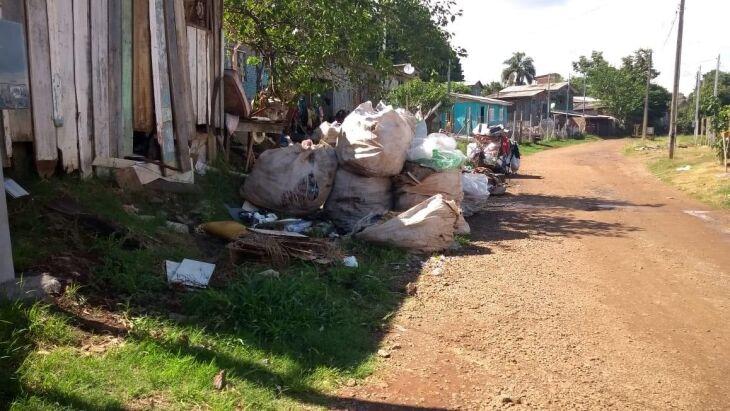 Acúmulo de lixo em locais inadequados é um dos problemas enfrentados em Passo Fundo no combate à dengue