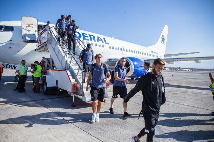 Geromel desembarcou com o Grêmio em Santiago