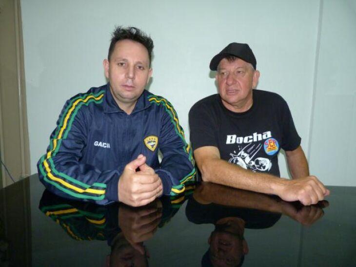 O campeão Valdecir Garcia com o presidente da LPFB, Ivan Dreher Simões
