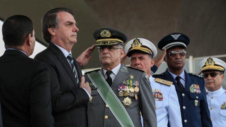 O presidente Bolsonaro na solenidade do Dia do Exército, realizada hoje em Brasília