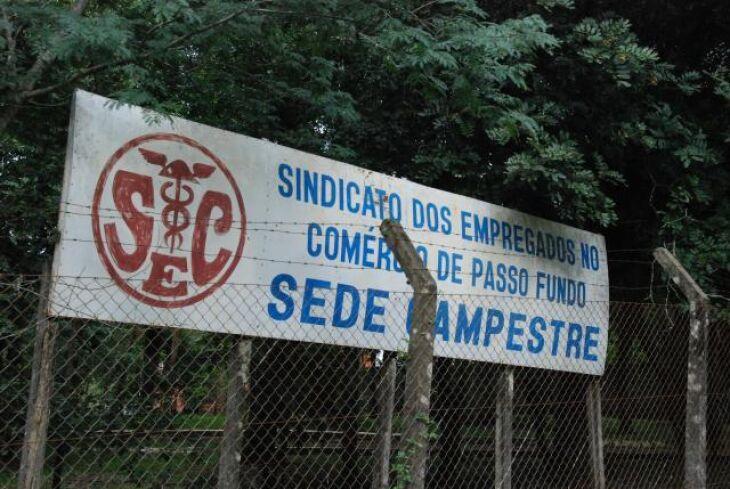 Tal cenário não é exclusivo do Município. Em Porto Alegre, o Sindicato dos Empregados no Comércio anunciou o fechamento por tempo indeterminado a partir de 18 de março, em função da falta de receitas