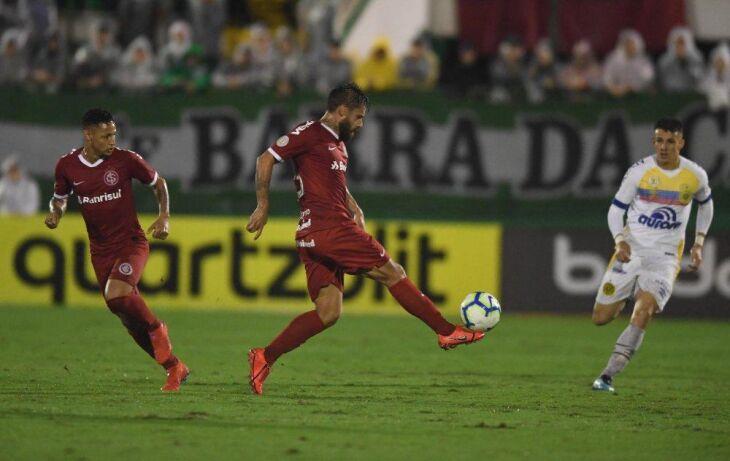 Primeiro gol marcou uso do VAR pela primeira vez no Brasileirão Crédito: