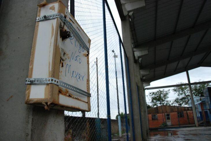 A escola estadual foi interditada na segunda-feira (06) após a saída de faíscas ter sido registrada em um dos disjuntores