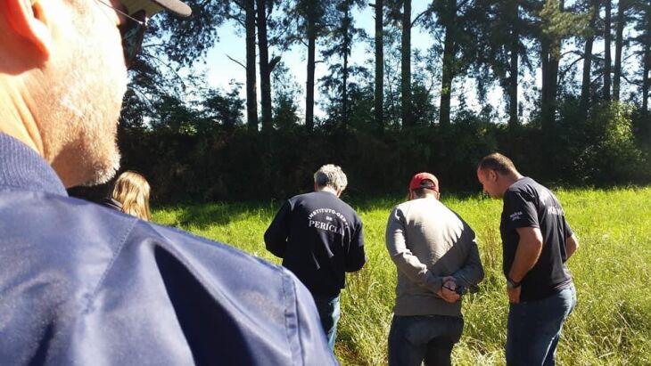 Veículo utilizado no crime foi localizado alguns metros distante do corpo