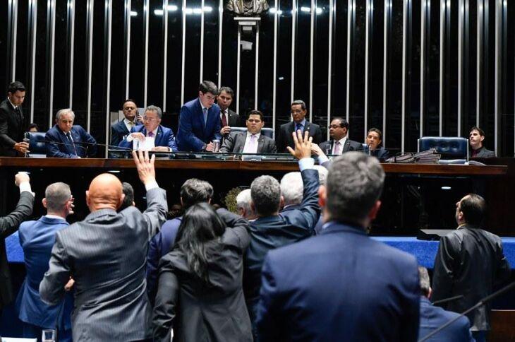 O PDL do senador Randolfe Rodrigues foi aprovado com 47 votos favoráveis e 28 contrários