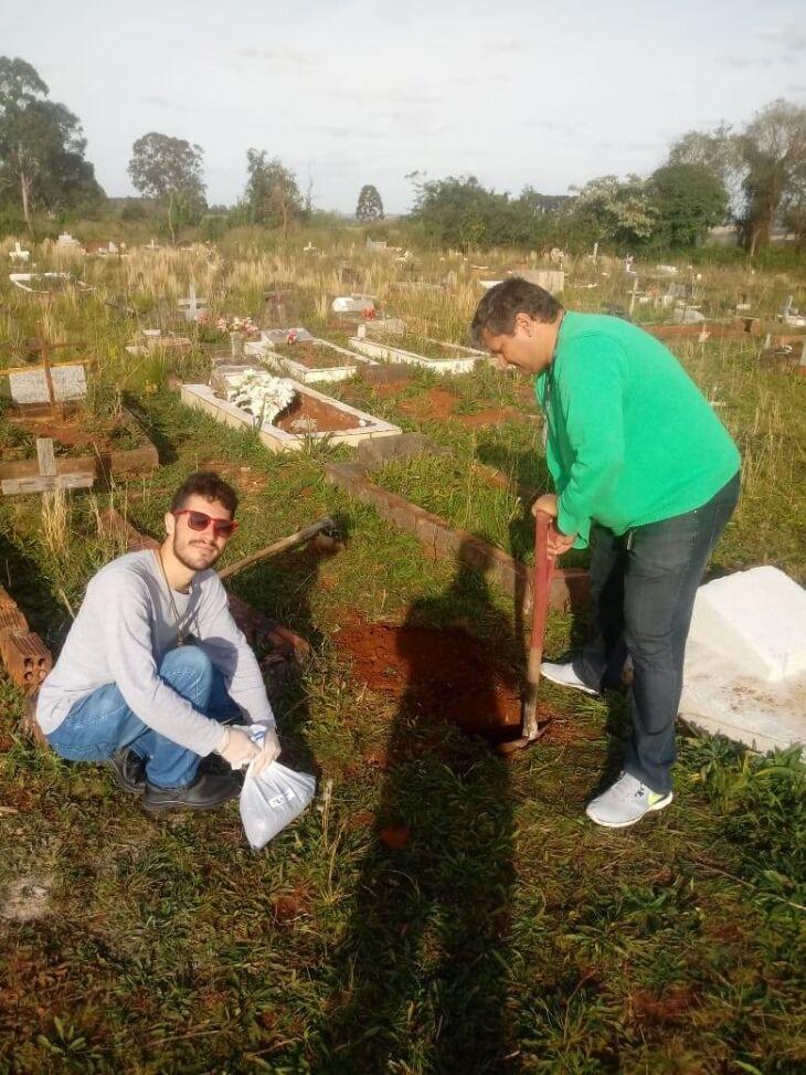 Sob a orientação do pesquisador Alcindo Neckel, um grupo composto por 10 estudantes está coletando materiais em seis cemitérios públicos do município. Primeiros resultados serão divulgados no início de 2020