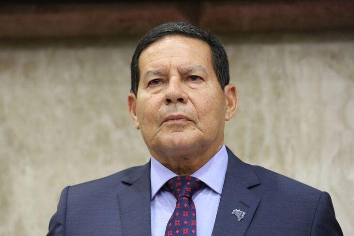 Presidente em exercício, Hamilton Mourão, fez palestra na Associação Comercial do Paraná
