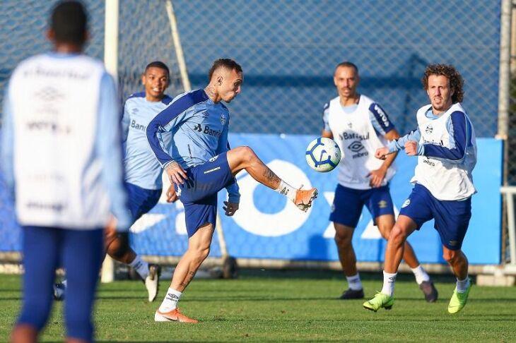 Folga adiada: Everton no treino de terça-feira