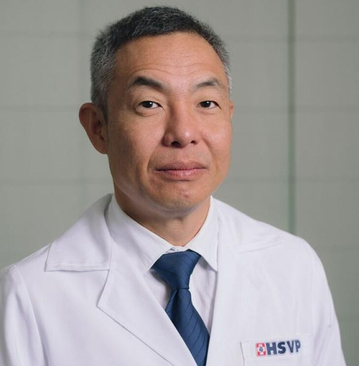 Dr. Jung Ho Kim é ortopedista pediátrico