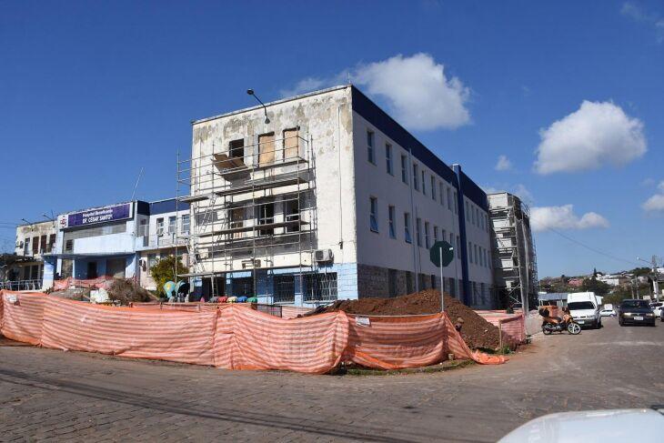 A obra de reforma e ampliação do Hospital Municipal aumentará a área de leitos de 35 para 54