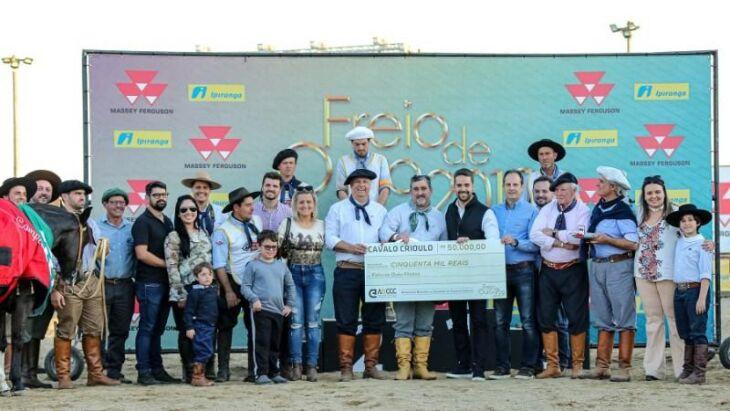 Governador Eduardo Leite participou da premiação no fim da tarde do domingo na Expointer
