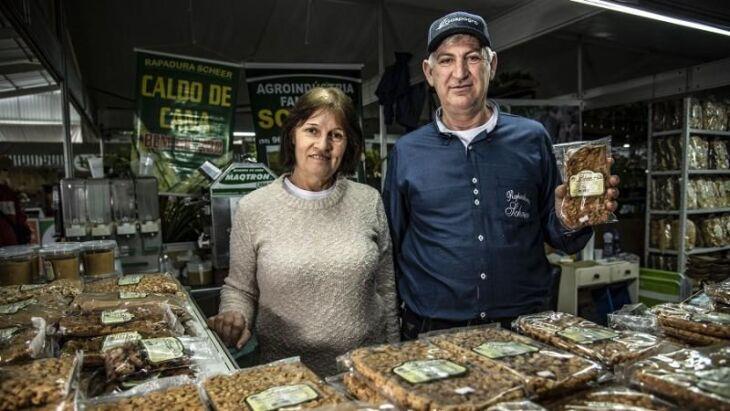 Clovis José Scheer, que tem uma agroindústria de rapaduras em Augusto Pestana, participa da feira pela sétima vez